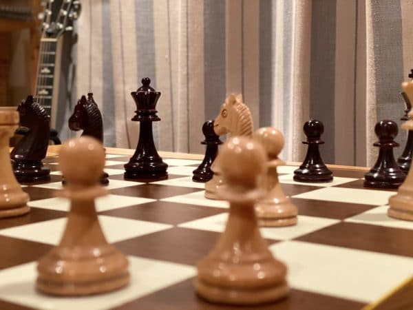 pawn sacrifice in the middlegame
